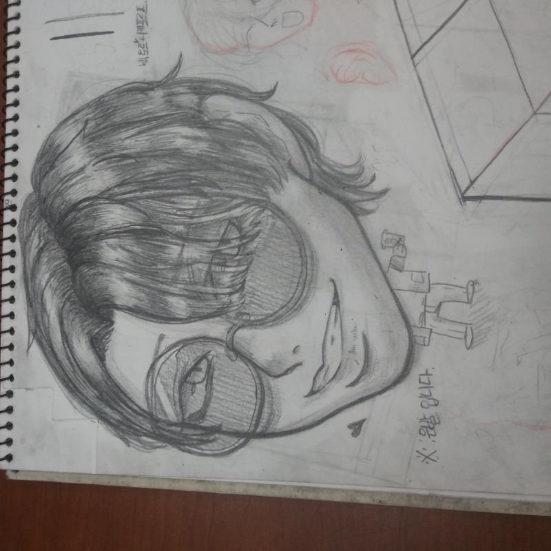 아 왜자꾸 .. : 아 왜자꾸 옆으로 돌아가ㅡㅡ... 빅토르 그렸어요 어제 학원에서 스케치판 ,sketchpan